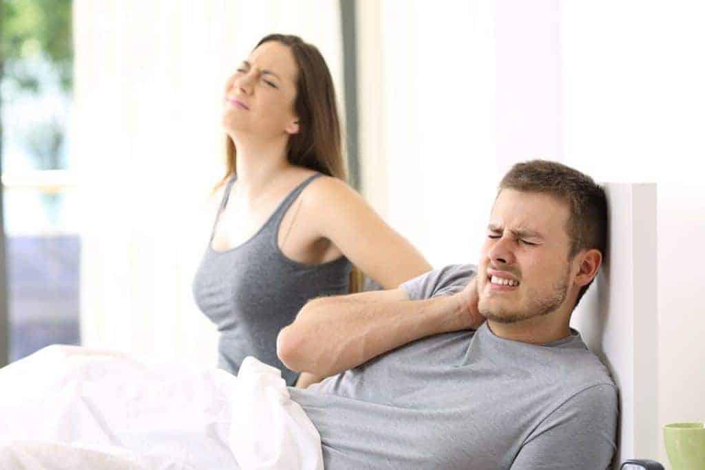para z bólem pleców z powodu źle dobranego materaca