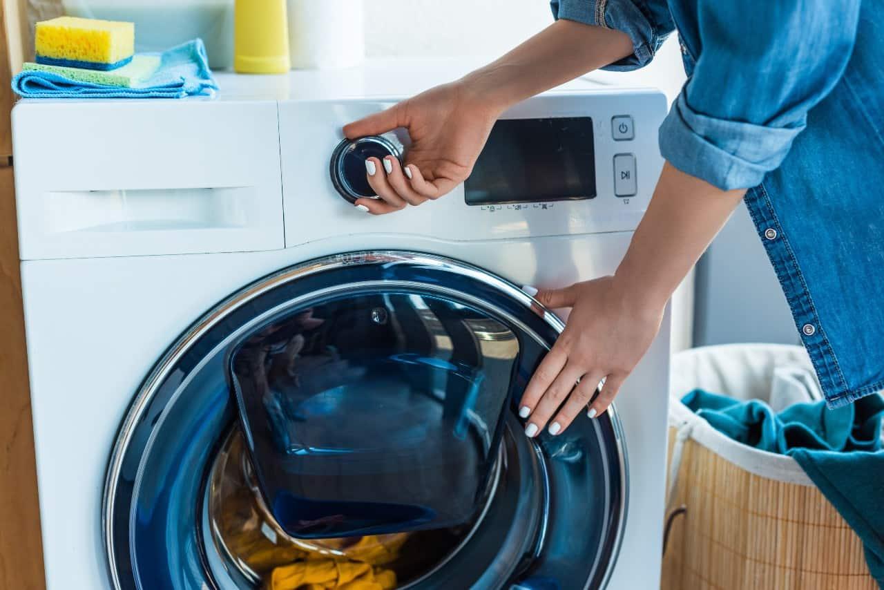 Pranie kołdry poliestrowej w pralce